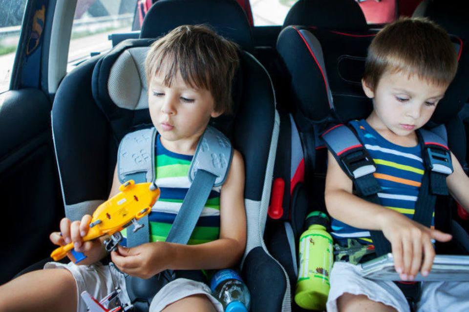 Crianças Brincando durante Viagem. Via: Google imagens