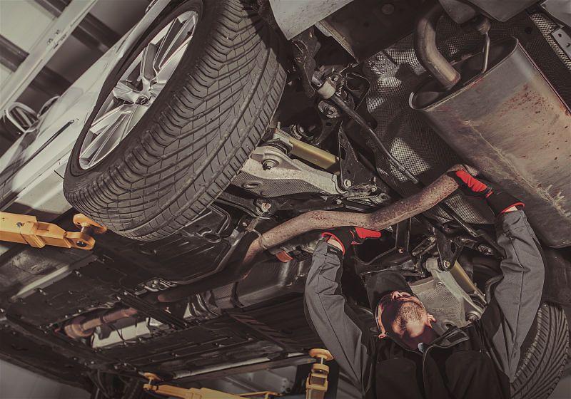 carro em oficina mecanica