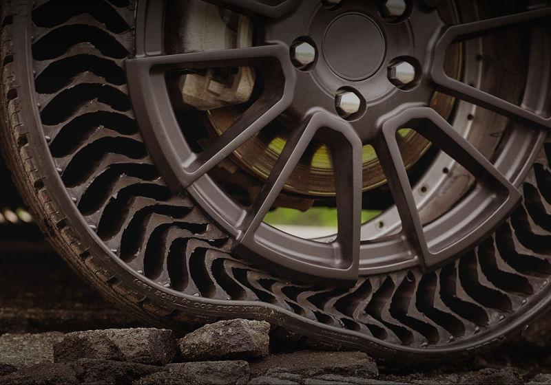 pneu uptis sobre pedras